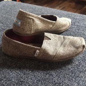 Toms Shoes - EUC TOMS (brown/gold)